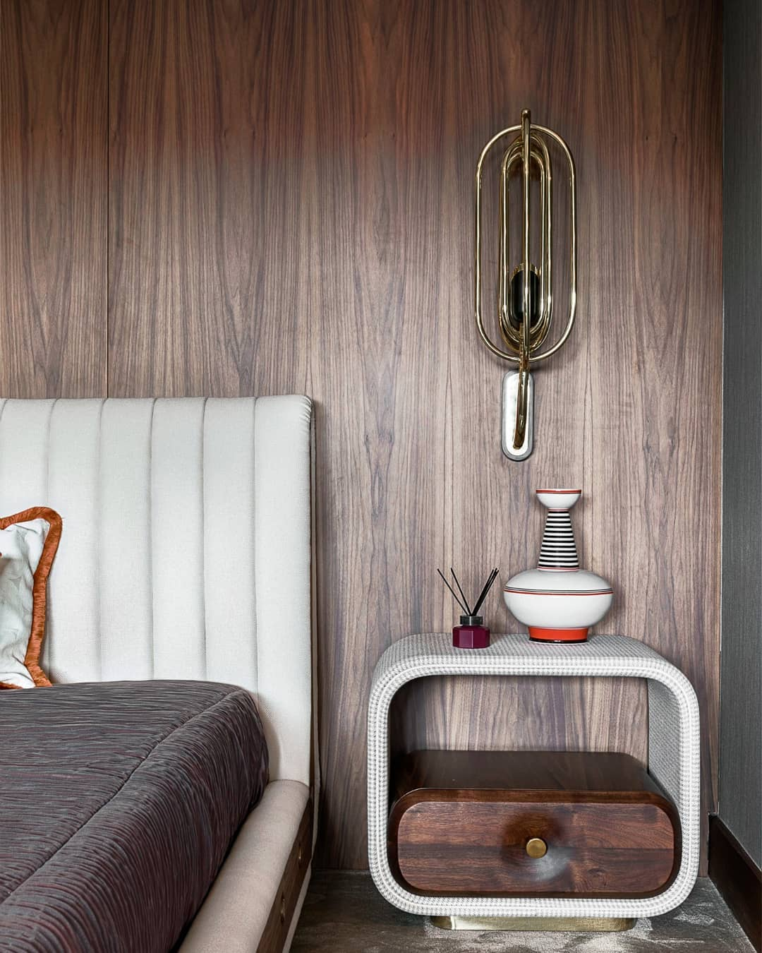LOOKING FOR THE PERFECT VINTAGE DUE FOR YOUR MID-CENTURY BEDROOM?