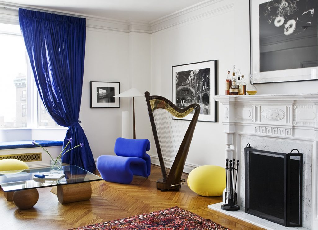 """These historic homes have distinctive architectural details, but they subtly mix contemporary, vintage and antique furnishings. The result? Spaces artfully eclectic, both stylishly edgy and comfortably classic. Step with us inside """"the best of both worlds"""" and see home design ideas!  home design ideas When History meets Modernity: 10 home design ideas Old vs New Historic homes with modern appeal 2 1024x742"""