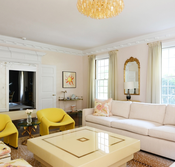 """These historic homes have distinctive architectural details, but they subtly mix contemporary, vintage and antique furnishings. The result? Spaces artfully eclectic, both stylishly edgy and comfortably classic. Step with us inside """"the best of both worlds"""" and see home design ideas!  home design ideas When History meets Modernity: 10 home design ideas csjk"""