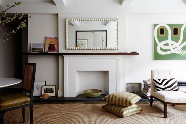 MID-CENTURY LIVING ROOM IN DESIGNER'S HOME