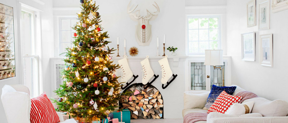 Stay Warm and Cozy with These Ideas on Christmas Decor for Mantels_9
