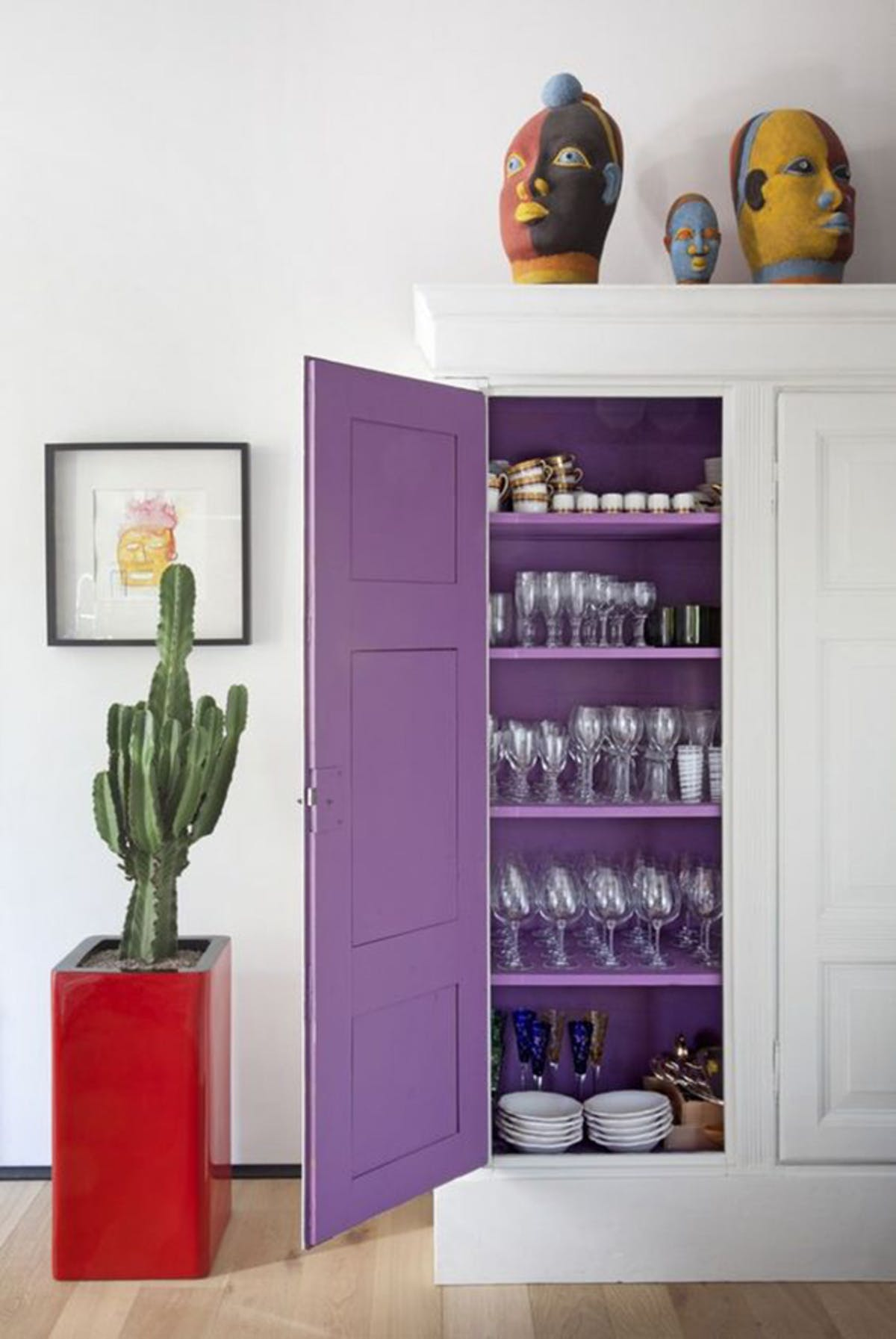 7 Essential Ways to Make UltraViolet the Star of Your Home Decor_1 ultra violet 7 Essential Ways to Make Ultra Violet the Star of Your Home Decor 5 Essential Ways to Make Ultra Violet the Star of Your Home Decor 6