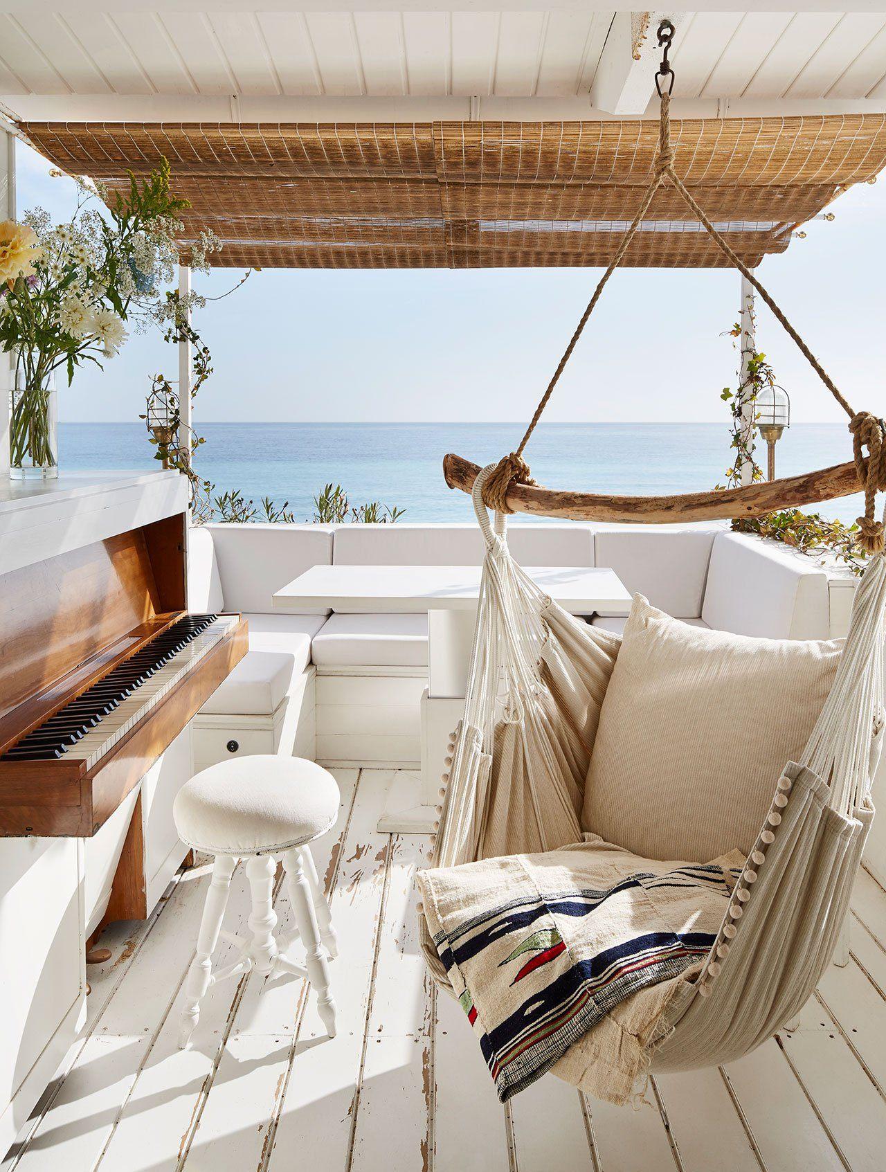 9 Beach House Decor Ideas to Make You Dream About Springtime