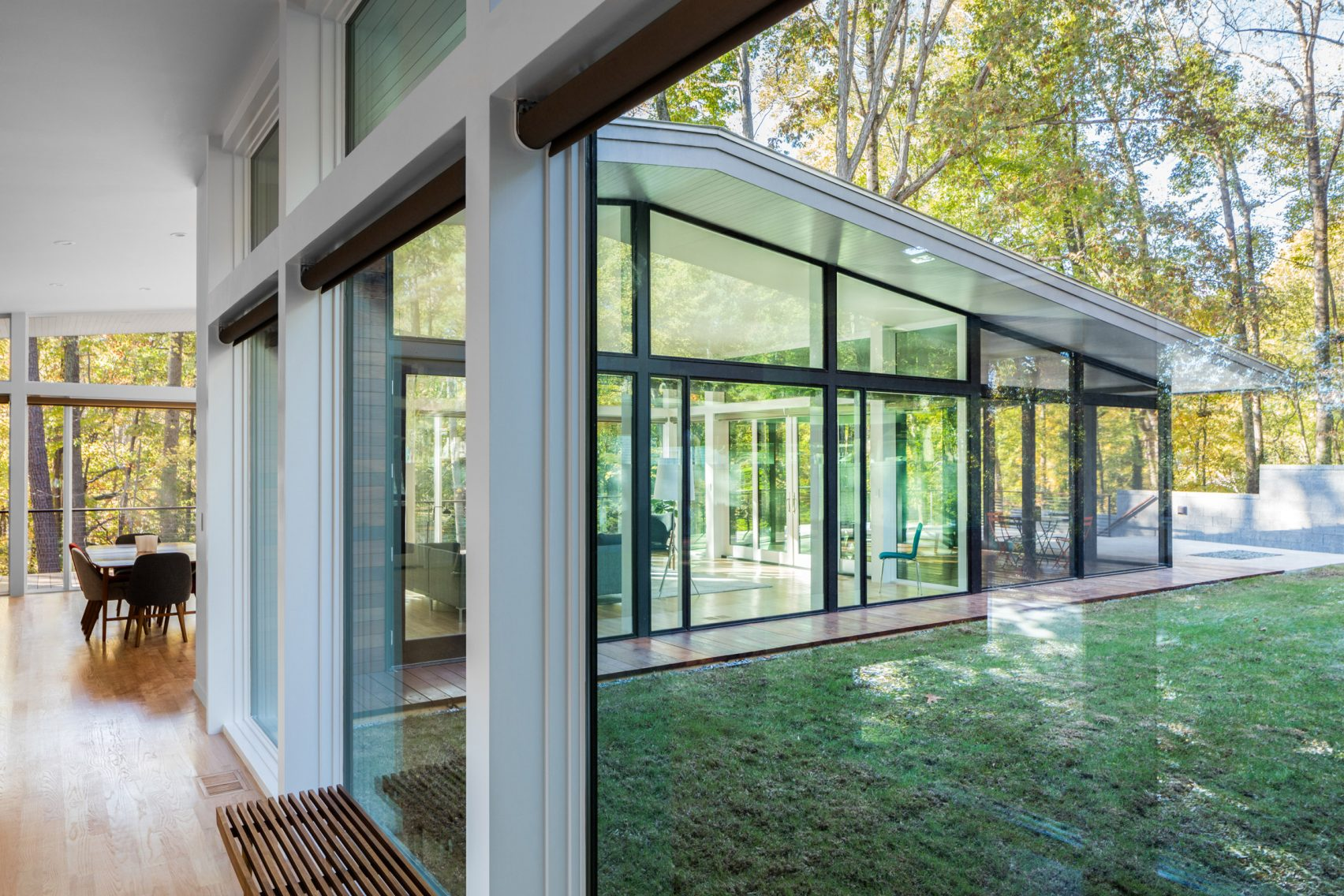 This House in North Carolina was Inspired by Mid-Century Architecture_1 mid-century architecture This House in North Carolina was Inspired by Mid-Century Architecture This House in North Carolina was Inspired by Mid Century Architecture 2