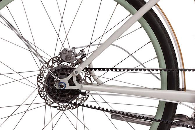 Give a Retro Look to a Modern Eletric Bike_Faraday_HubDetailKS_Cream retro look Give a Retro Look to a Modern Electric Bike Give a Retro Look to a Modern Eletric Bike Faraday HubDetailKS Cream