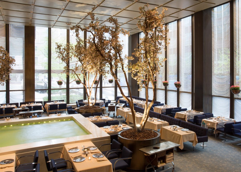 The four seasons restaurant interiors by philip johnson