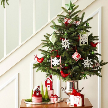8 Adorable Mini Christmas Trees