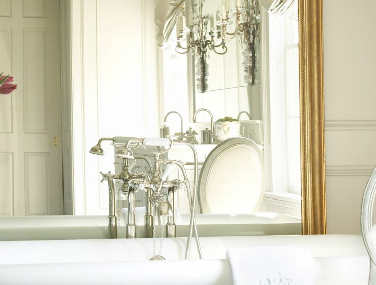 french style Luxurious bathroom interior in French style amy morris portfolio interiors traditional bathroom 740x560