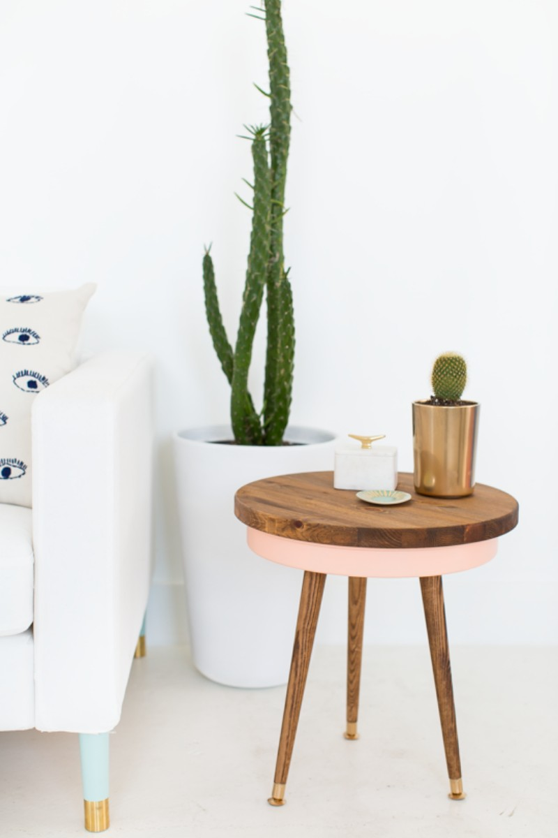 5 Creative Ways to Style Your Mid-Century Table mid-century table 5 Creative Ways to Style Your Mid-Century Table 5 ways to style midcentury table 6