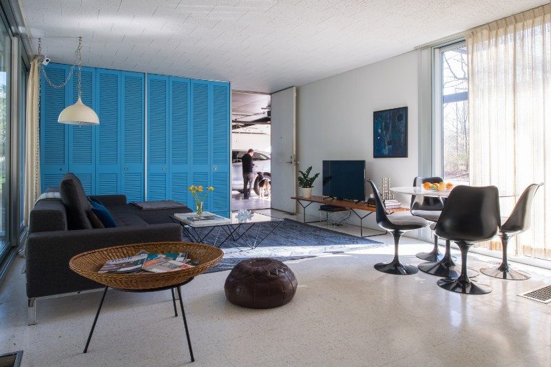 A 1960s Mid-Century Modern House in Indiana That's Been Kept Untouched mid-century modern house A 1960s Mid-Century Modern House in Indiana That's Been Kept Untouched cos7373